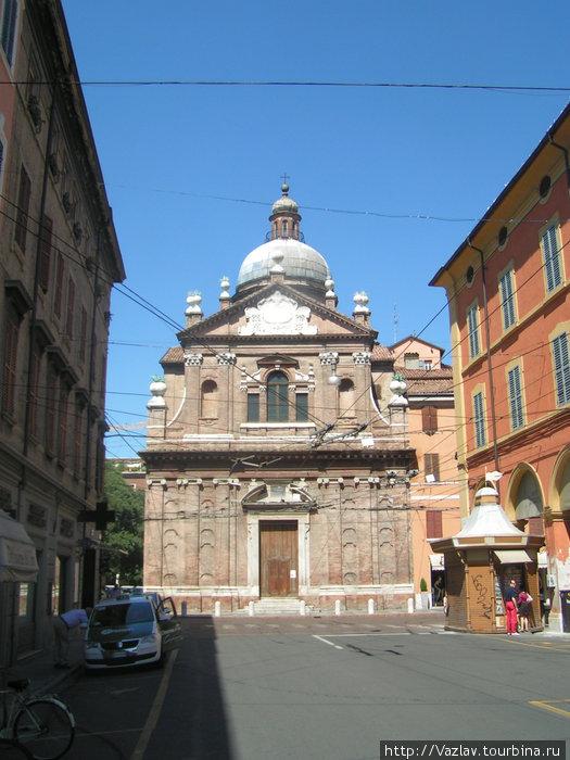 Фронтальный вид на церковь