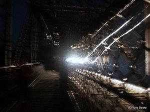Это поезд, проносящийся мимо меня по мосту ночью;)