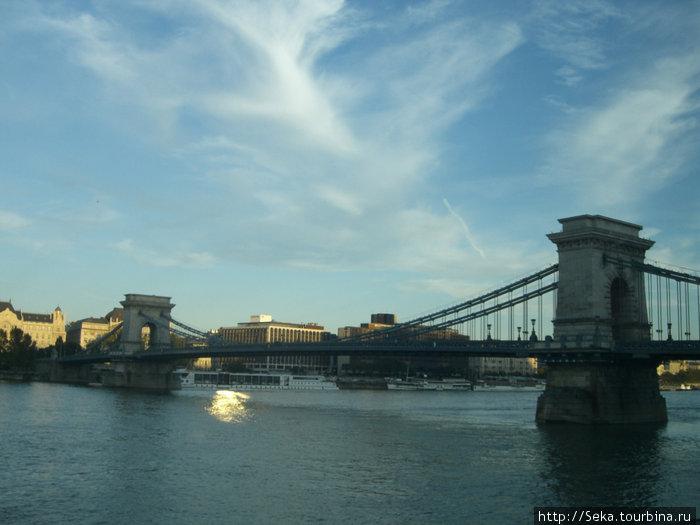 Цепной мост днем
