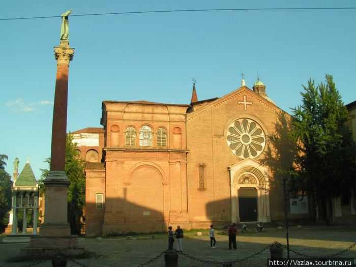 Вид на базилику с площади