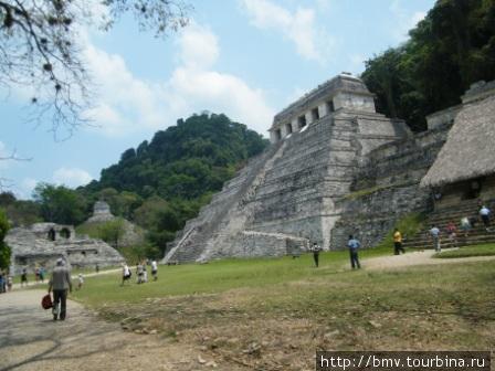 Паленке — город майя в джунглях.