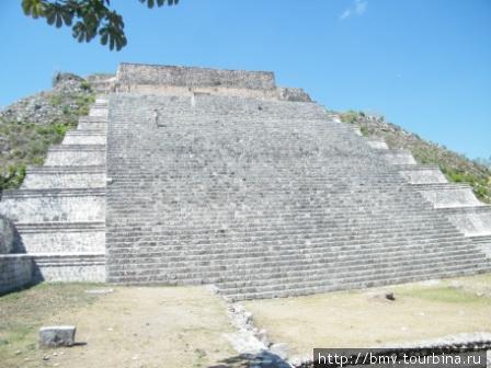 Ушмаль. Пирамида.