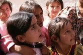 На Памире тоже вспоминают о Рамадане — особенно дети — в день его завершения. В ожидании вкусняшек
