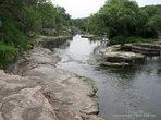 Без конца можно любоваться каменными наплывами берегов, между которыми, то неутомимо плещется, то, не торопясь, течет река.