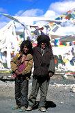 Дети-кочевники на одном из перевалов просили только еду.