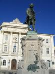 Памятник Тартини на одноименной площади