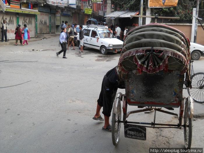 Перекресток Нарсинг Чоук. Рикша или такси — выбор за Вами