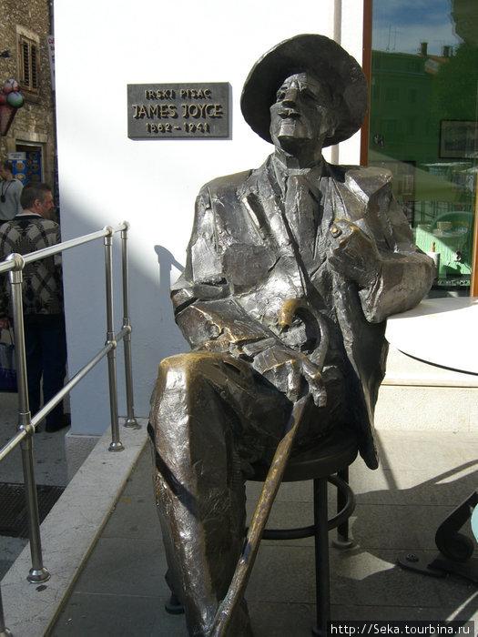 Памятник Дж. Джойсу