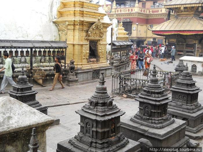 Молиться по непальски — просто и полезно для ног.