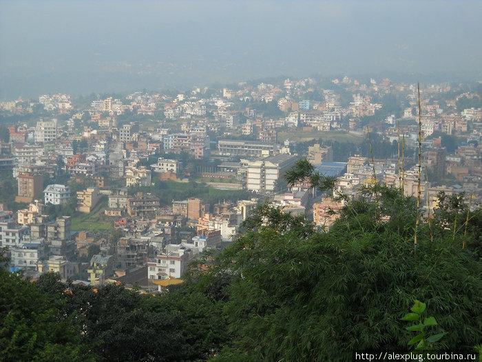 Вид Катманду с холма Сваямбунат