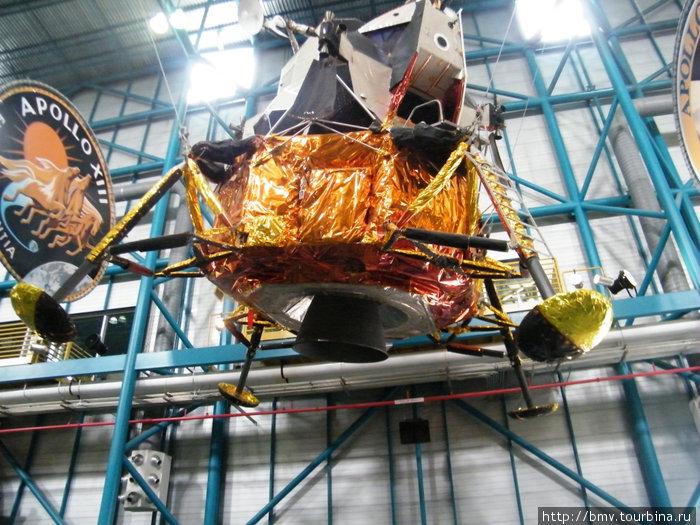 Лунный модуль — спускаемый аппарат.