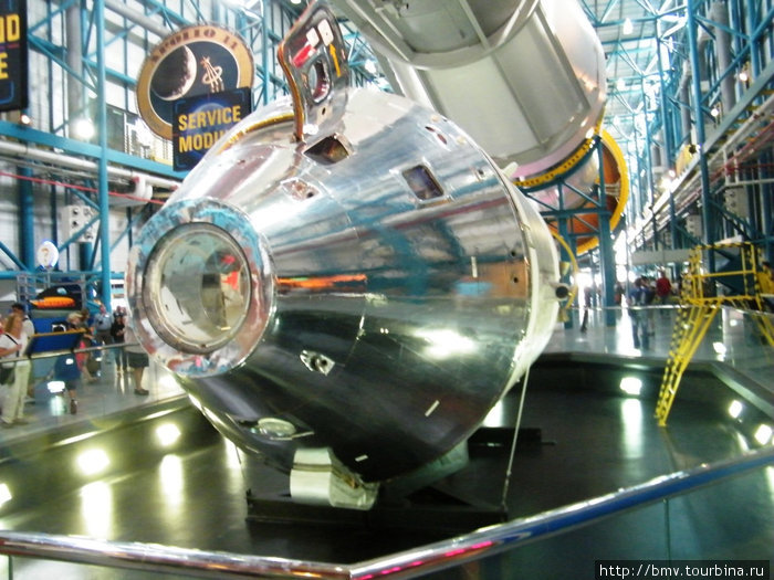 Космический корабль Аполон для выхода на орбиту Луны