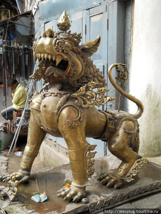 Лев-охранник.