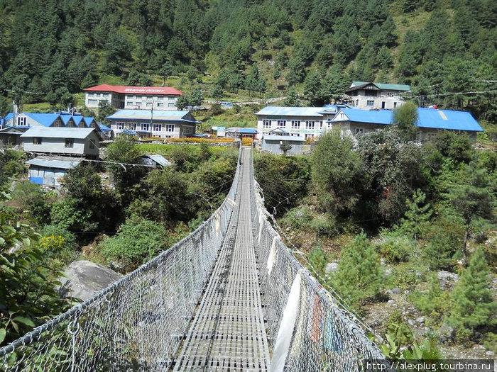 Подвесной мост в районе Пхакдинга.