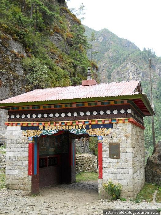 Ворота в Национальный парк Сагарматха.