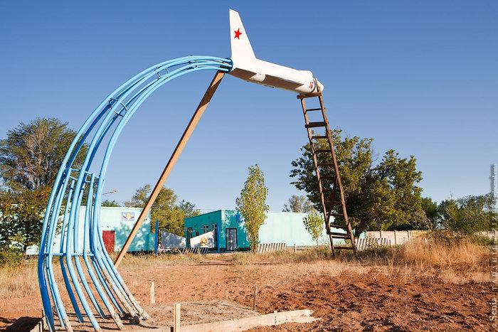 Этот самолет стоял в центре парка, сейчас в районе 7-ми Ветров.