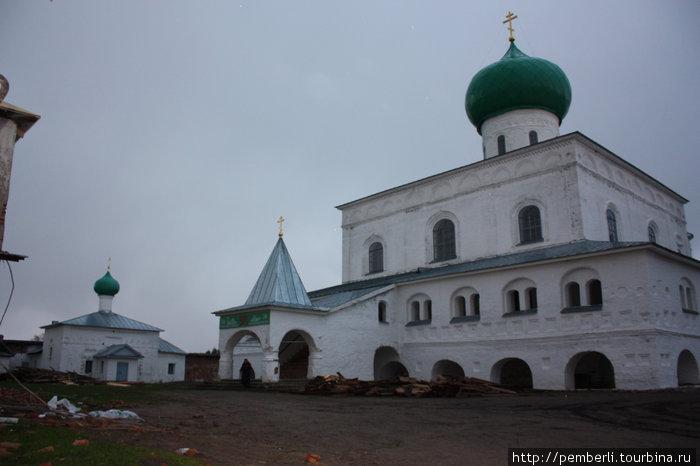 а это уже вторая часть монастырского комплекса