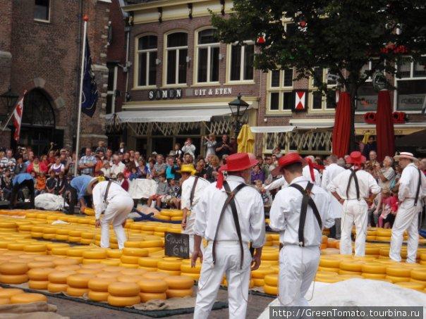 Сырный рынок. Разносчики сыра.