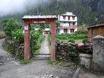 Ворота отеля на окраине поселка Тал