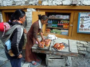 Свежеиспеченные булочки в Хумде