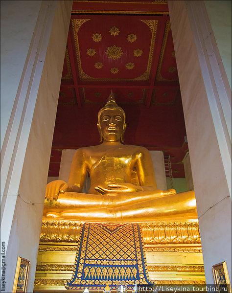 Wihan Phra Mongkhon Bophi