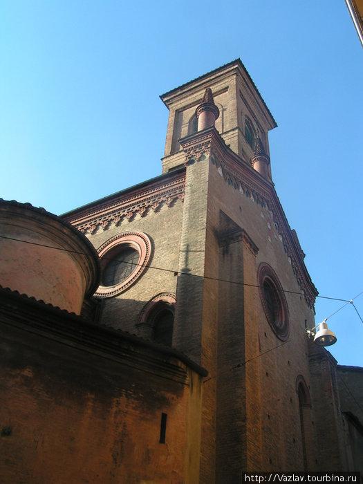 Здание сбоку