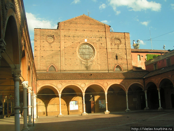 Здание базилики