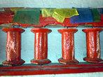 Красные молитвенные барабаны