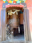 Огромный молитвенный барабан