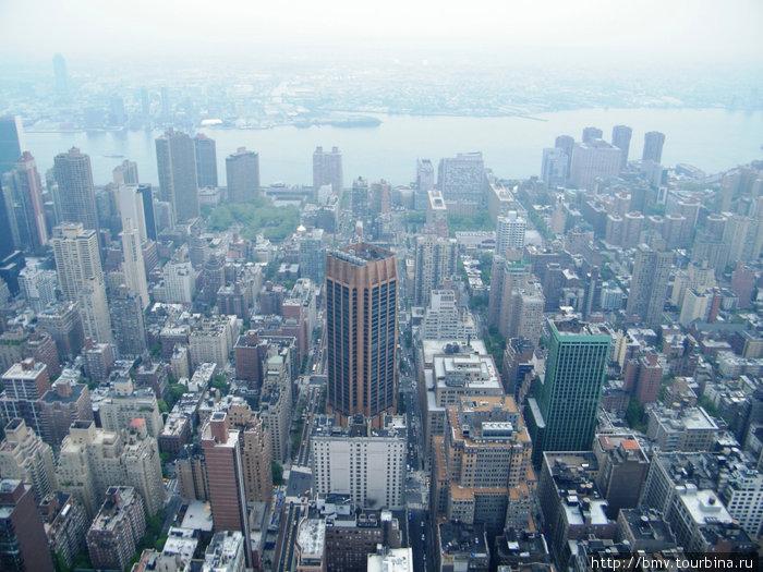 Вид на город с обзорной площадки на 86 этаже Эмпайр Стейт Билдинг.