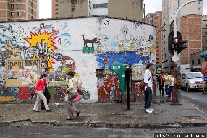 В центре Медельина для художников раздолье