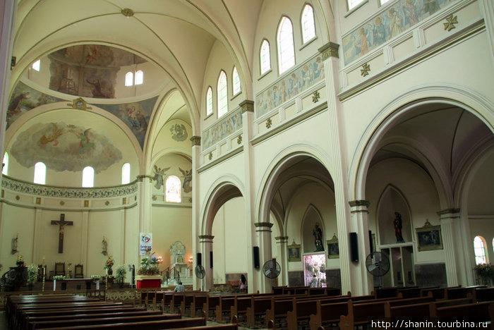 В кафедральном соборе в Кукуте