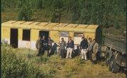 В центре тайги обнаружился вагончик, где водители долгими днями и неделями пытаются починить свой