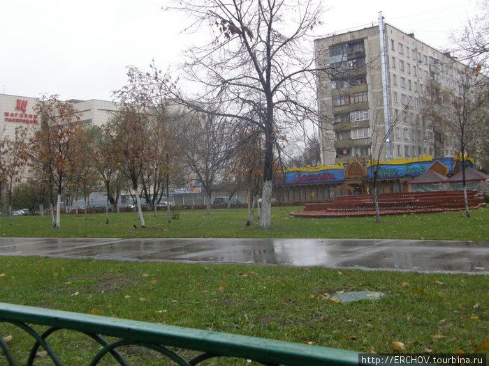 В этом обычном доме, на последнем этаже, жил В. Ободзинский.