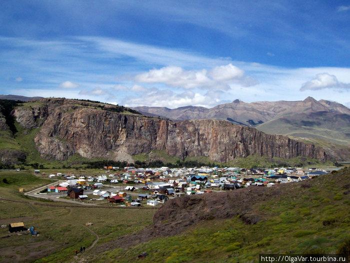 Вид на поселок с близлежащей горы