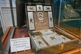 Да и в жизни самого Вознюка, как и у любого военного человека, самодельные вещи занимали большую часть. Этот личный несессер был изготовлен из металла сбитых немецких самолетов.