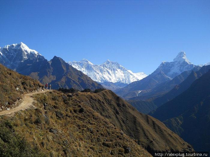 Первое свидание. Справа на лево: Ама Даблам, Лхотзе, Эверест.