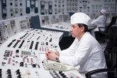 На БЩУ постоянно находятся: ведущий инженер по управлению реактором (ВИУР), ведущий инженер по управлению турбинами (ВИУТ), ведущий инженер по управлению блоком (ВИУБ) и начальник смены блока (НСБ).