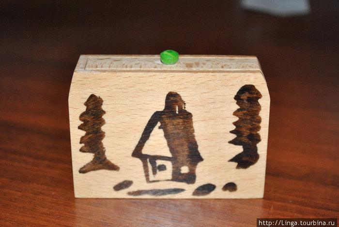 Эта коробочка напомнила нам сувенир, привезённый Семён Семёнычем Горбунковым.