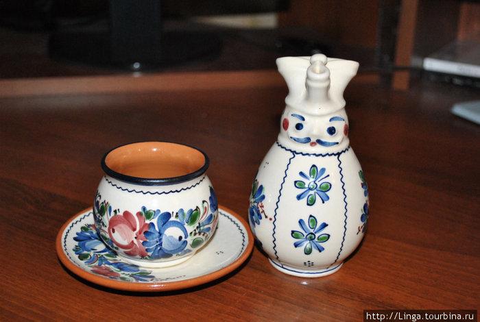 На память о Будапеште — кофейная пара и молочник в виде гусара.