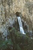 Водопад Абишир-Сай под Ошем — вода природная течёт прямо из дыры!
