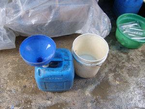 Упаковка дождевой воды Один пакет = 1000 рупий (3 рубля)