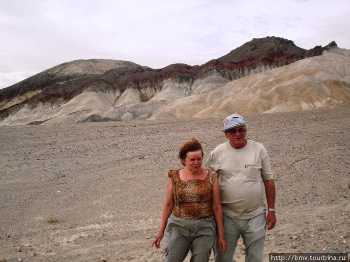 Удушающая жара и разноцветные скалы в долине Смерти.