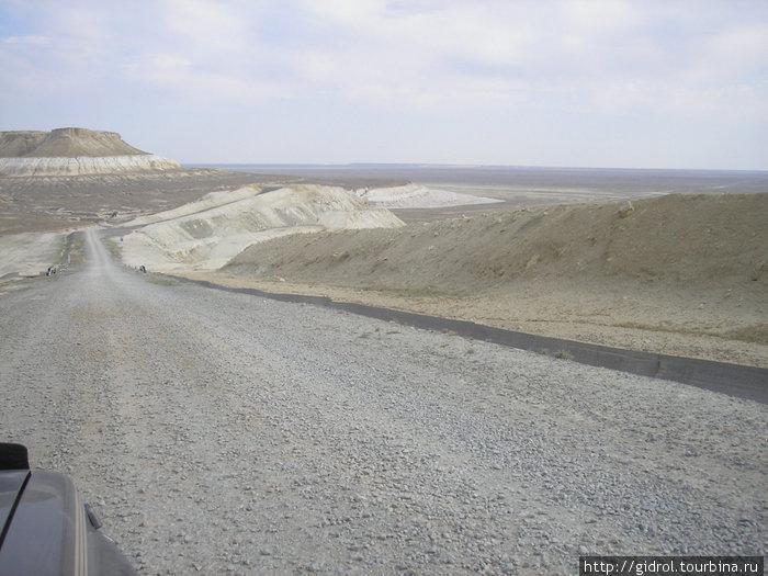 Внизу виден Сор Тузбаир.