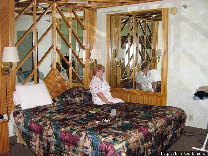 Зеркала в номере отеля Тропикана для пространственного секса.