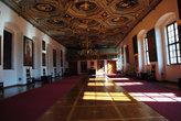 Самый торжественный Золотой Зал. До наших дворцов ему, конечно, далеко