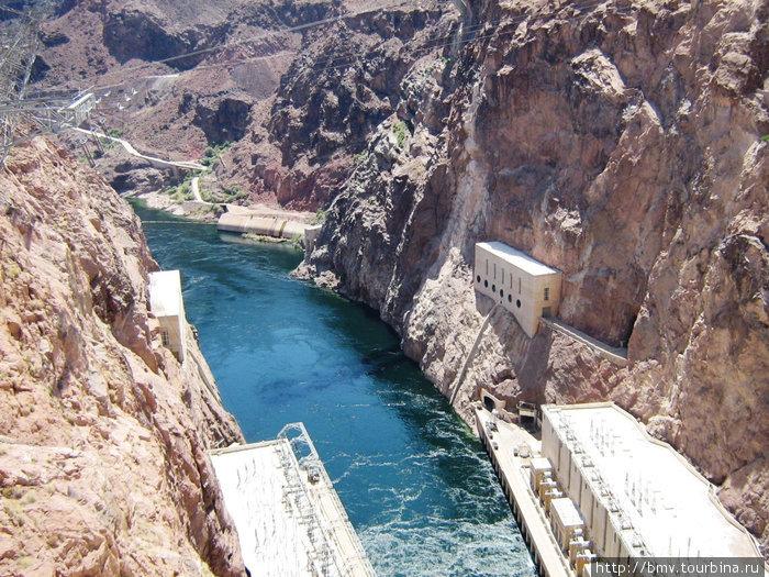 Электростанция за плотиной Гувера на реке Колорадо