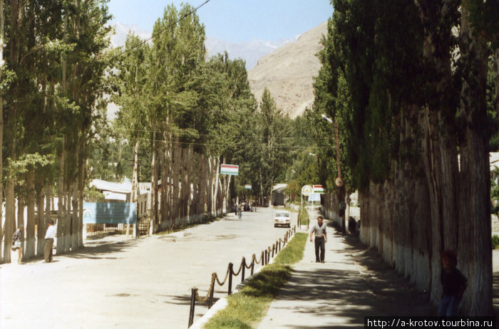 Ишкашим - самый большой посёлок в Ваханской долине В 3 км переход в Афганистан (мост)