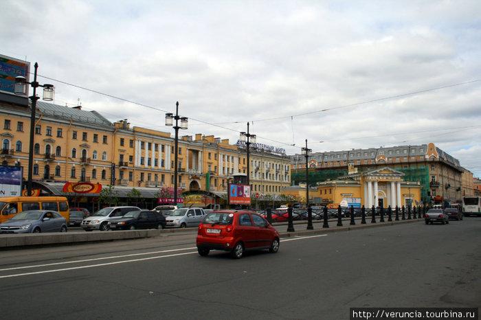 Сенная площадь и здание б