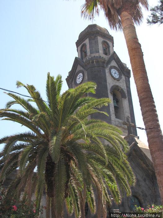Церковь Iglesia de Nuestra Señora de la Peña. Около нее парк с памятником Бетанкуру.